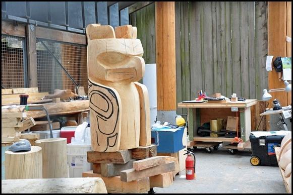 totem-carving