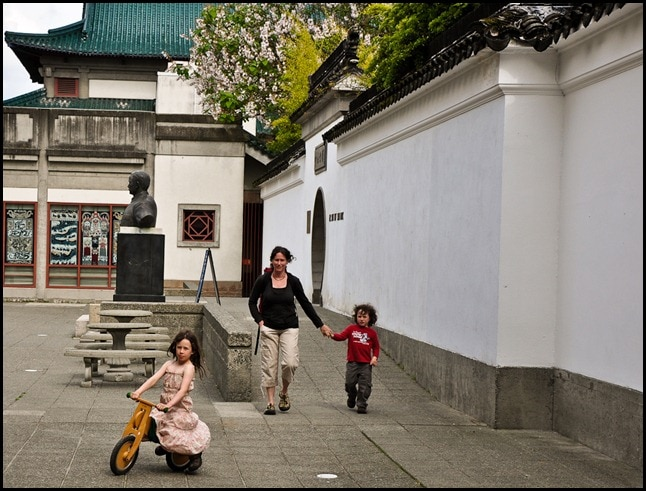 Vancouver Chinese Garden - children playing