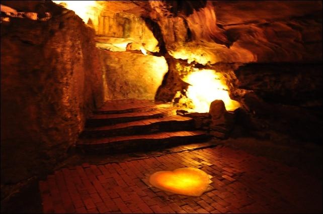 Howe Cavern - Bridal Altar