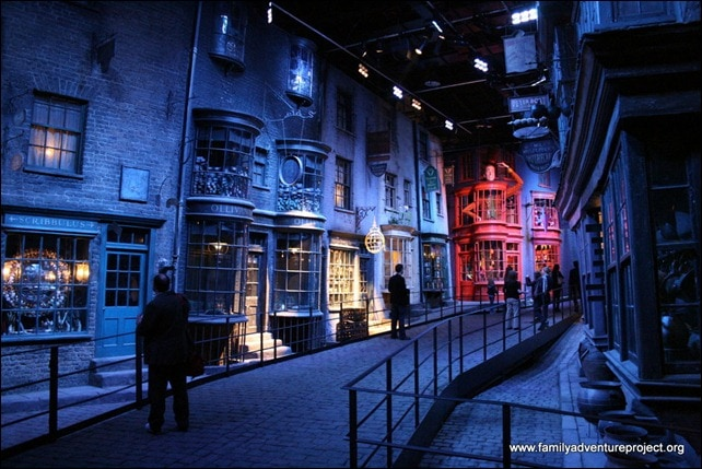 Warner Bros. Studios London - The Making of Harry Potter Tour - Diagon Alley