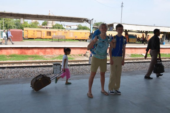 Child rolling luggage - Train to Jaipur - Delhi, India