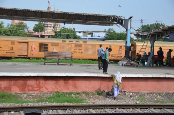 Crossing the railroad tracks. - Train to Jaipur - Delhi, India