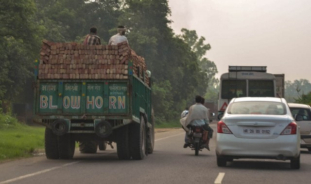 Delhi to Agra by road