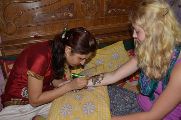 henna art application