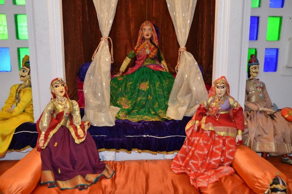 puppets in india - maharini court - Bagore-ki-Haveli - Udaipur, India