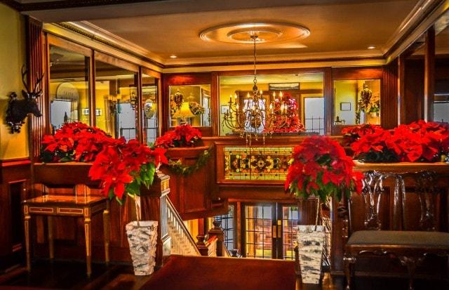 Mirror Lake Inn - Holiday Decor