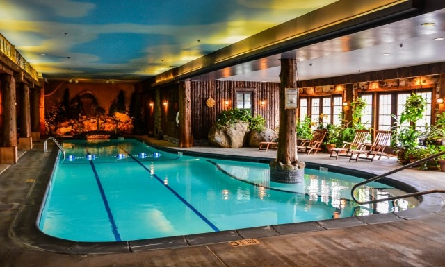Mirror Lake Inn pool
