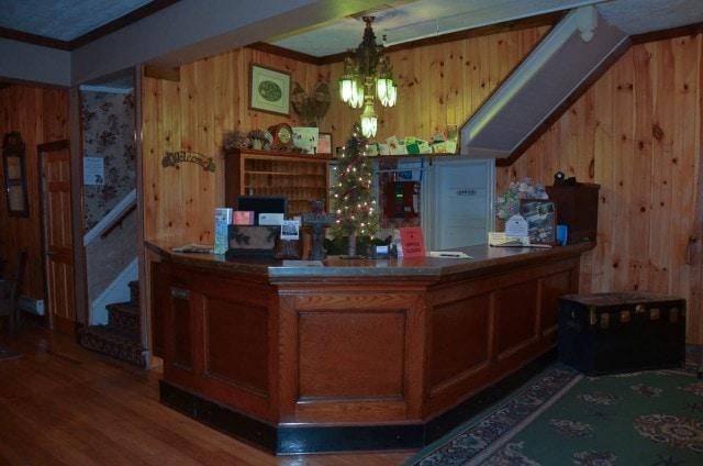 Pines Inn lobby