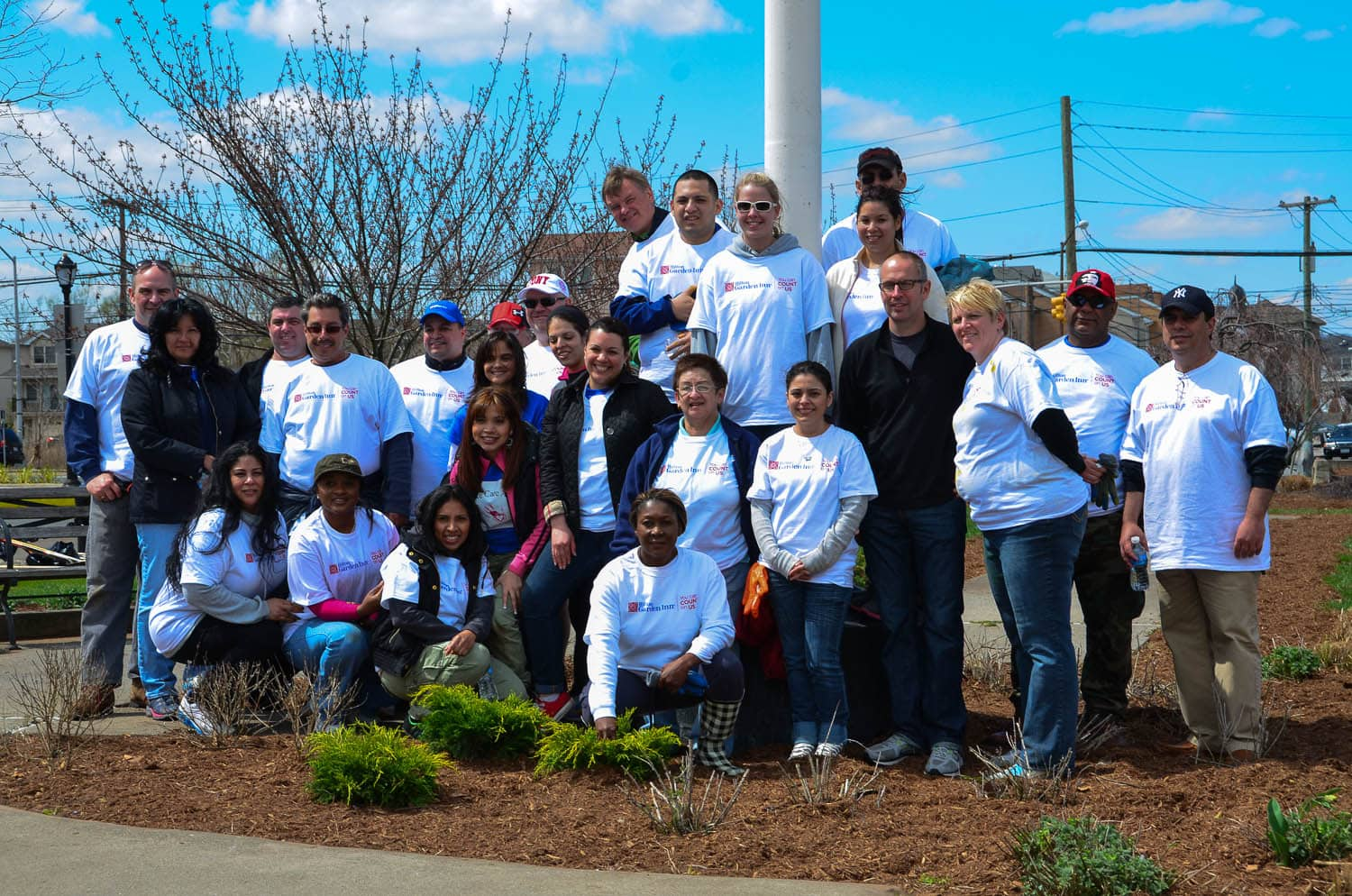 HGI employees volunteer