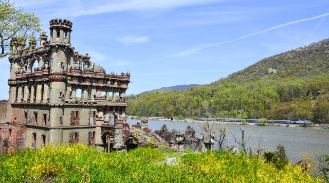 Bannerman Castle with train in background.