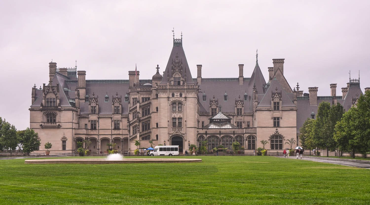 biltmore house essay When author denise kiernan moved to asheville, north carolina, several years ago, she found the subject of her next book right in front of her — all 175000 square feet of it she became entranced by biltmore, the grand mansion built by george vanderbilt from 1890 to 1895 on a mountain estate that grew.